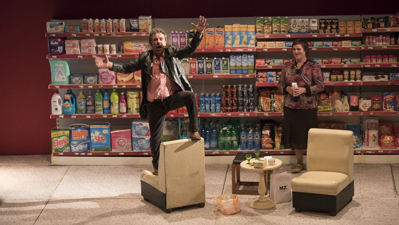 El «thriller» policial «A estiba» llega a TVG.Jueves 24.  Eroski Paraíso , última función, con Chévere