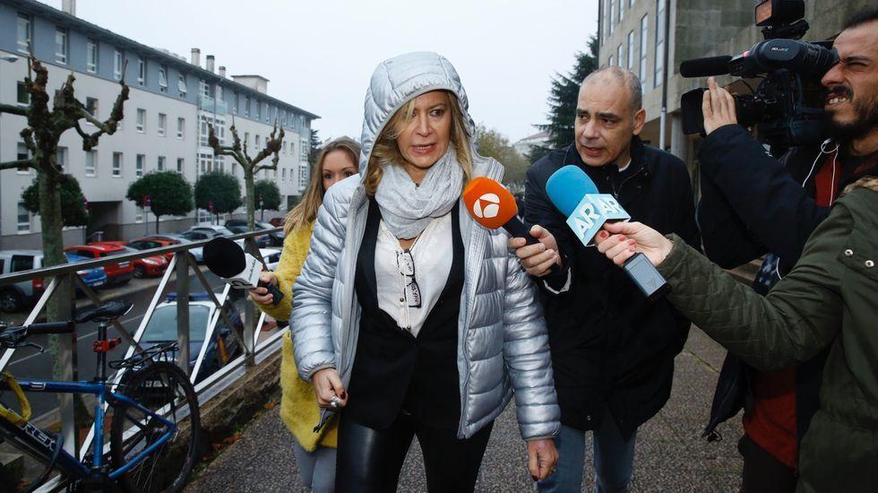 Primer día del juicio por la muerte de Diana Quer. La madre de la joven, Diana López-Pinel, llega al juzgado