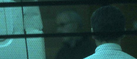 Alfonso Basterra y Rosario Porto se niegan a colaborar con el juez.El escaparate de Portela Seijo en el número 48 del Hórreo fue durante bastante tiempo sala de televisión de muchos compostelanos.