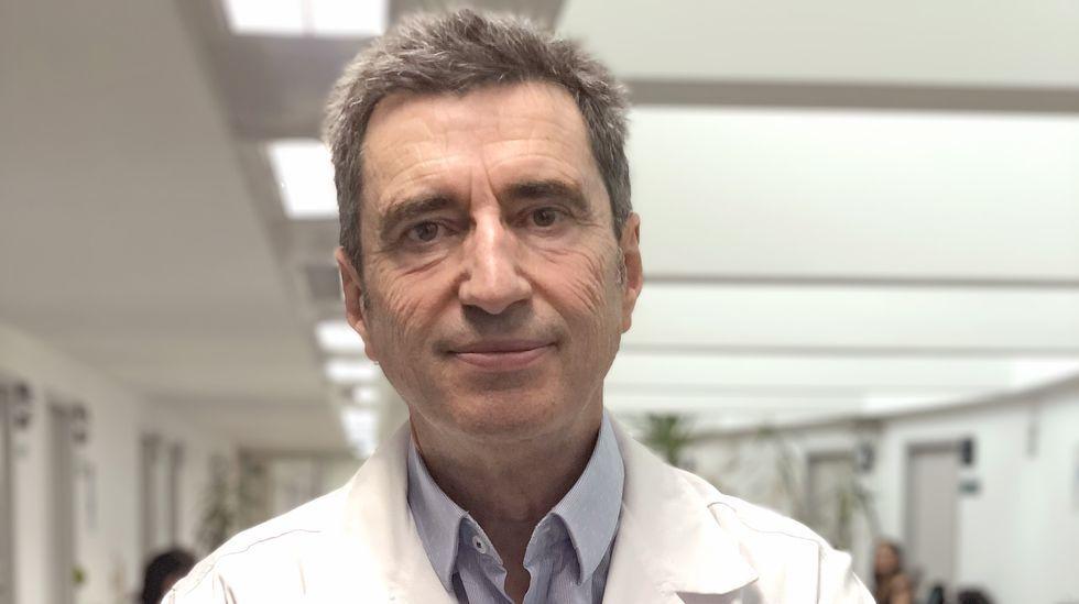 El retorno de la provincia de Ourense a las barras de los bares, en imágenes.José Luis López es médico en el centro de salud de Mariñamansa