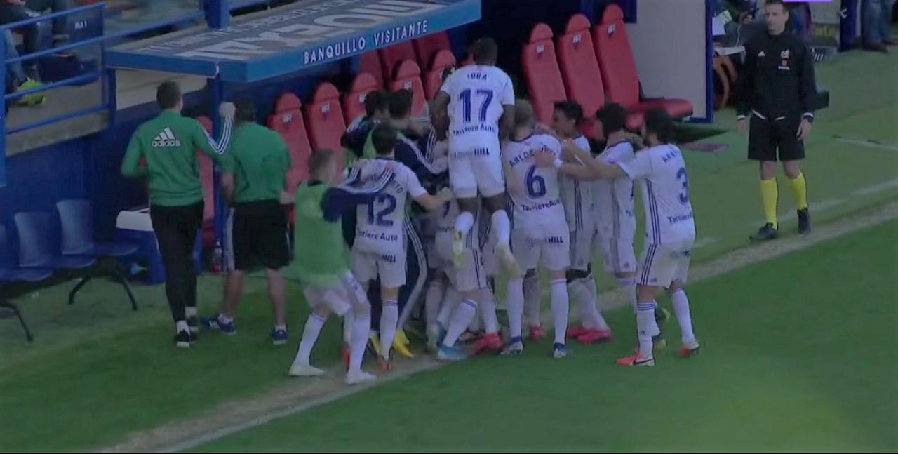 Los jugadores del Oviedo celebran el 0-2 al Extremadura