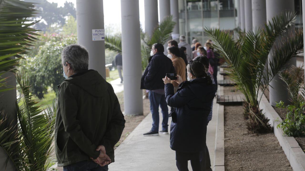 La campaña de vacunación continúa en plena Semana Santa.Desperfectos en el polígono de Bergondo tras la inundación