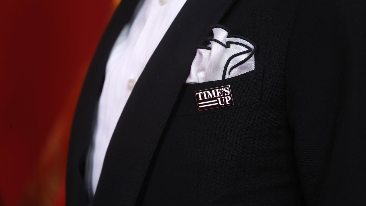 Pin de Time's up en el traje de Patrick Stewart
