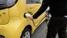 Carga de un coche eléctrico en A Coruña