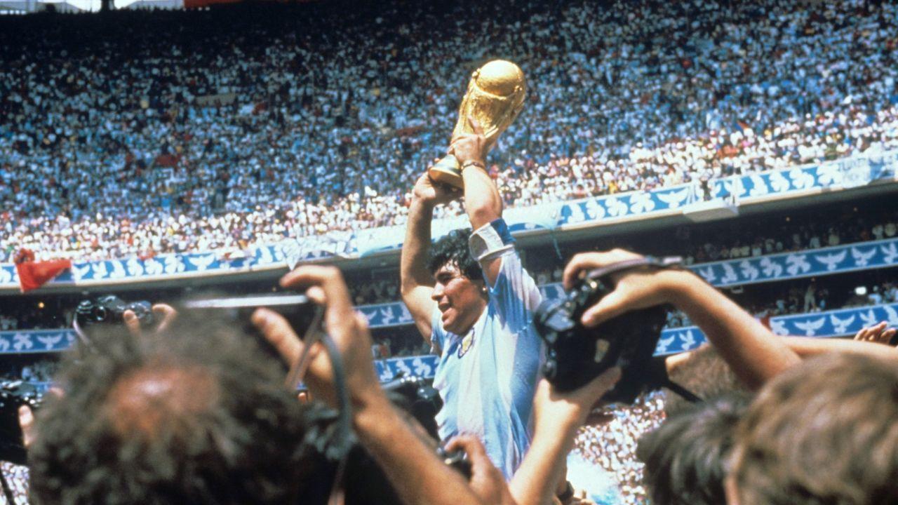 La vida de Maradona, en imágenes.Maradona fue futbolista del Barcelona entre 1982 y 1984