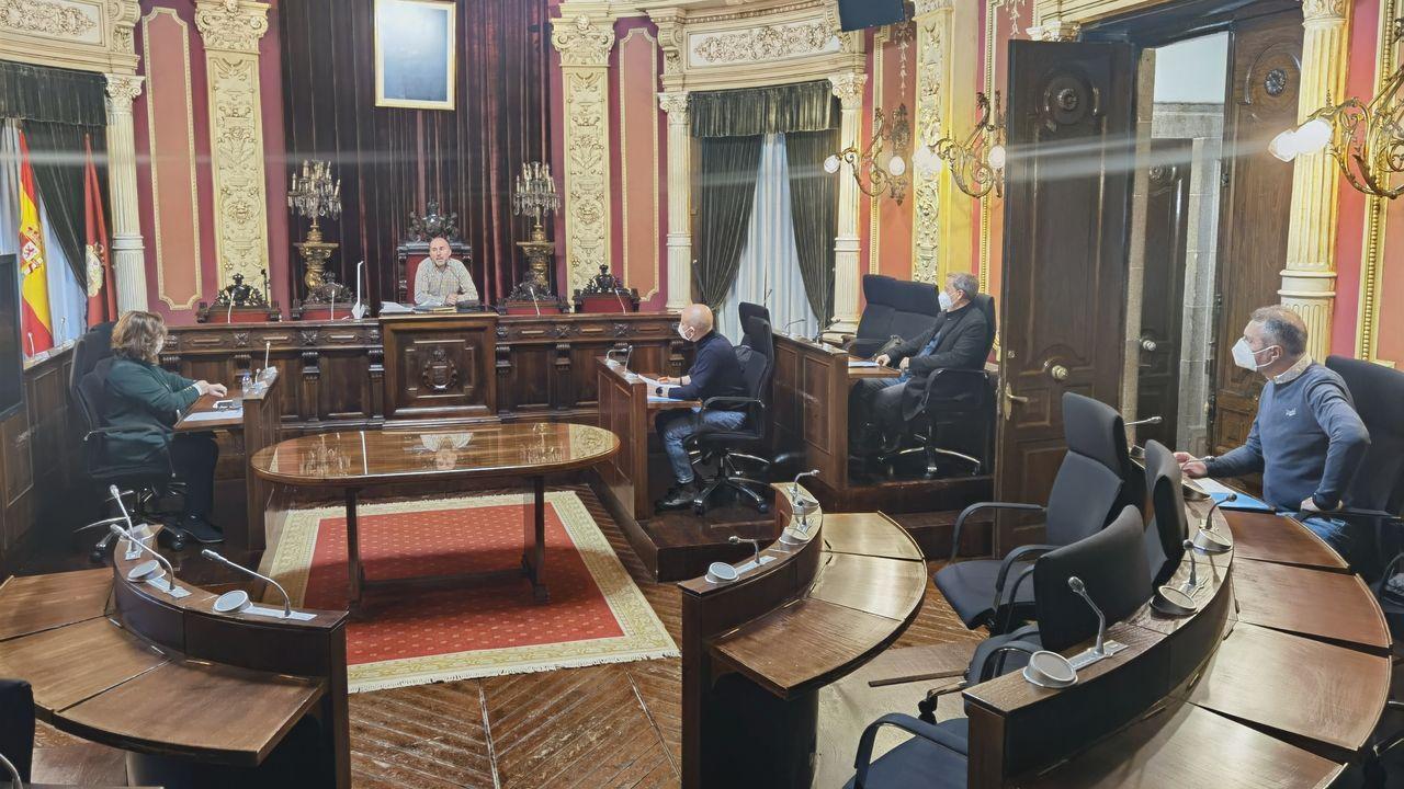 Reunión de la junta de portavoces del Concello de Ourense para abordar el futuro del transporte urbano