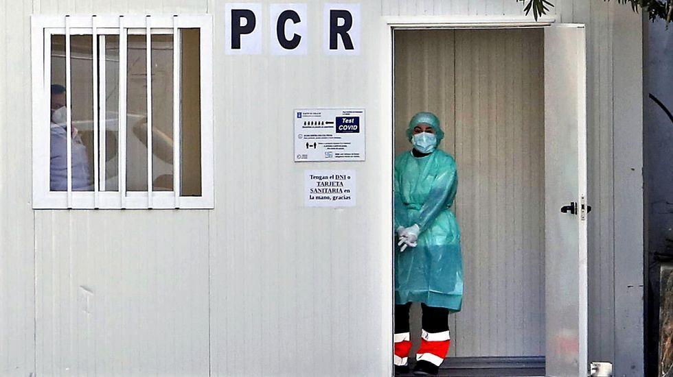 Profesionales del centro de salud de Bueu se sometieron a un cribado voluntario en diciembre