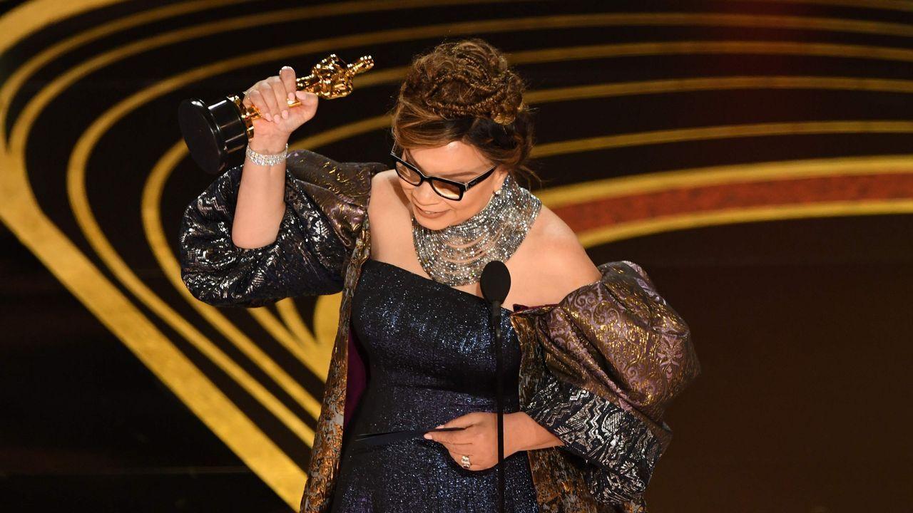 Ruth E. Carter, con su Óscar de mejor vestuario por su trabajo en Blacl Panther