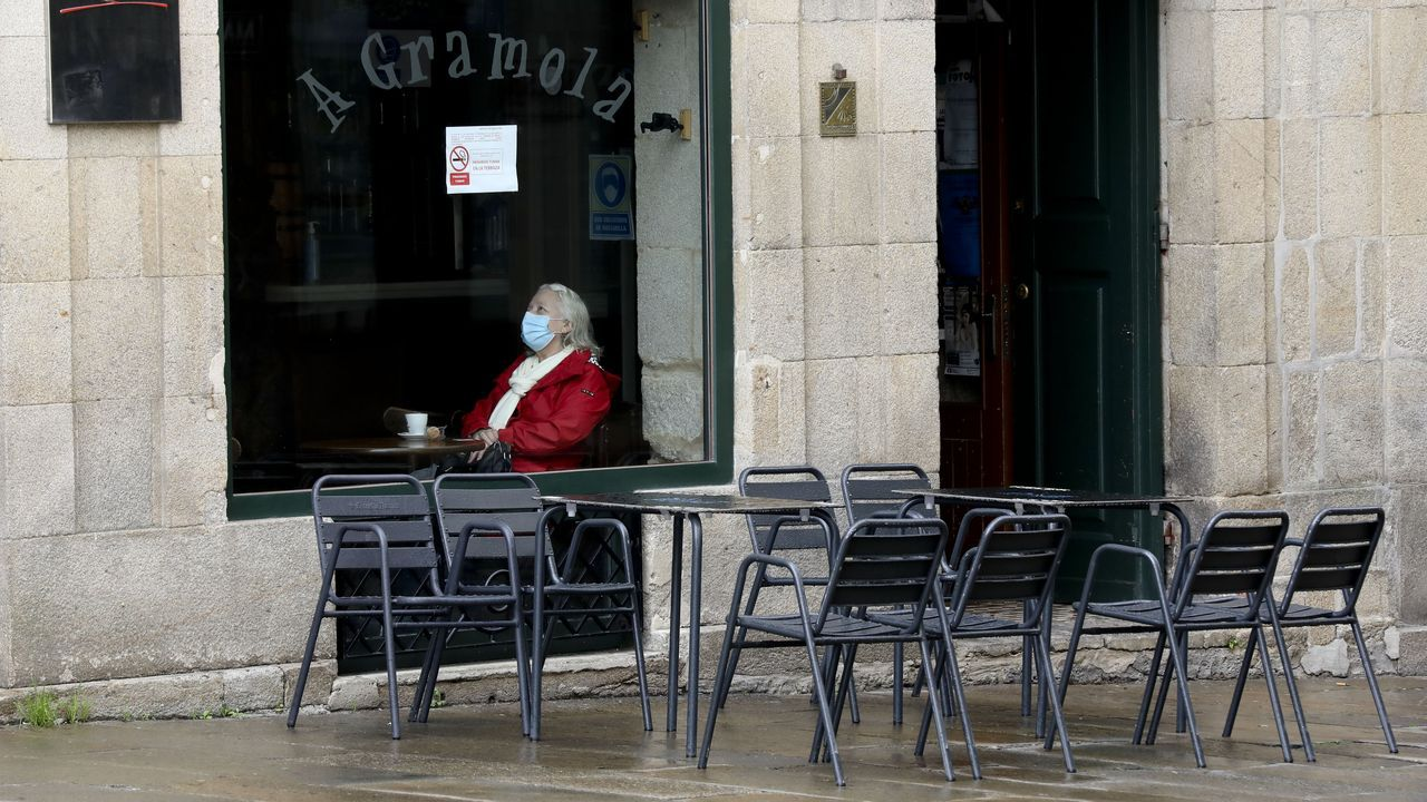 En Santiago (en la imagen) y otras localidades no se podrá consumir dentro de bares y cafeterías, solo en las terrazas
