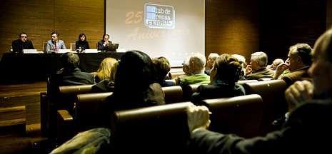 Presentación ayer de la revista «Ferrol Análisi»s y una memoria gráfica.