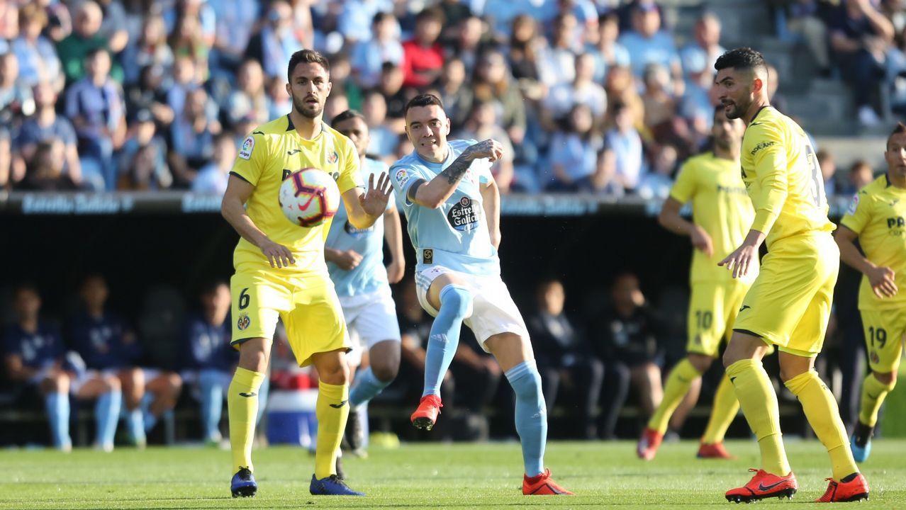 Luismi pugna con Folch durante un Oviedo-Valladolid