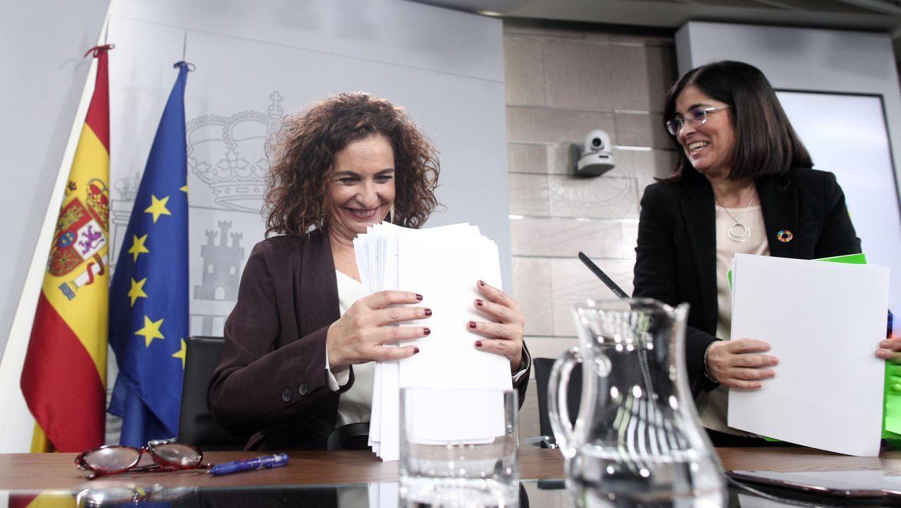 La ministra de Hacienda y Portavoz del Gobierno, María Jesús Montero y la ministra de Política Territorial y Función Pública, Carolina Darias