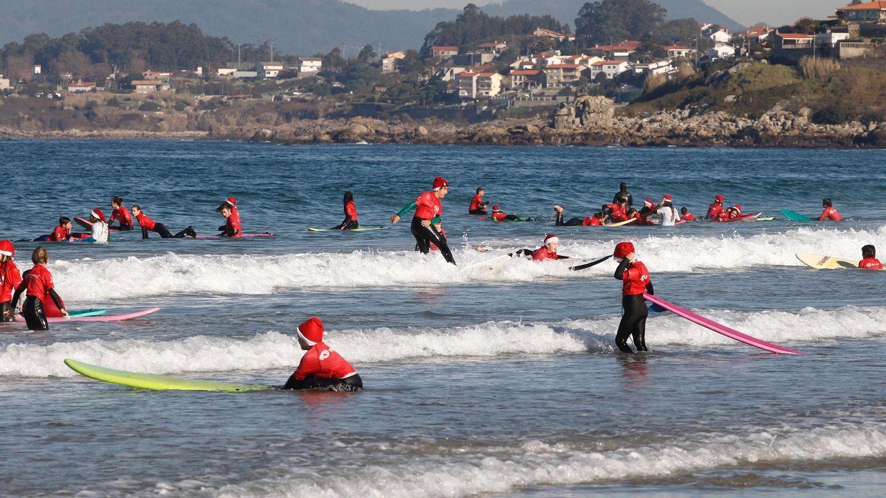 Papanoeles surferos en la playa de Patos
