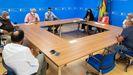 La conselleira de Mar, la presidenta de Portos y el subdirector de Gardacostas se reunieron este miércoles en Santiago con dirigentes de la Federación Gallega de Pesca Marítima Responsable y Náutica de Recreo (Fedpemar), de la Federación Galega de Pesca e Cásting, de la Asociación Galega en Defensa da Pesca Recreativa (Agadper) y de la Asociación de Empresas de Pesca Recreativa de Galicia (AEPR)