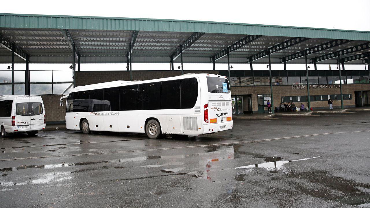 Últimos días de la estación de San Caetano.Dispensador de gel hidroalcohólico en un autobús de Monbus
