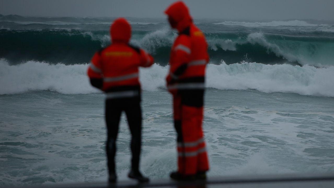 Vigilancia en los alrededores de las playas coruñesas por el temporal