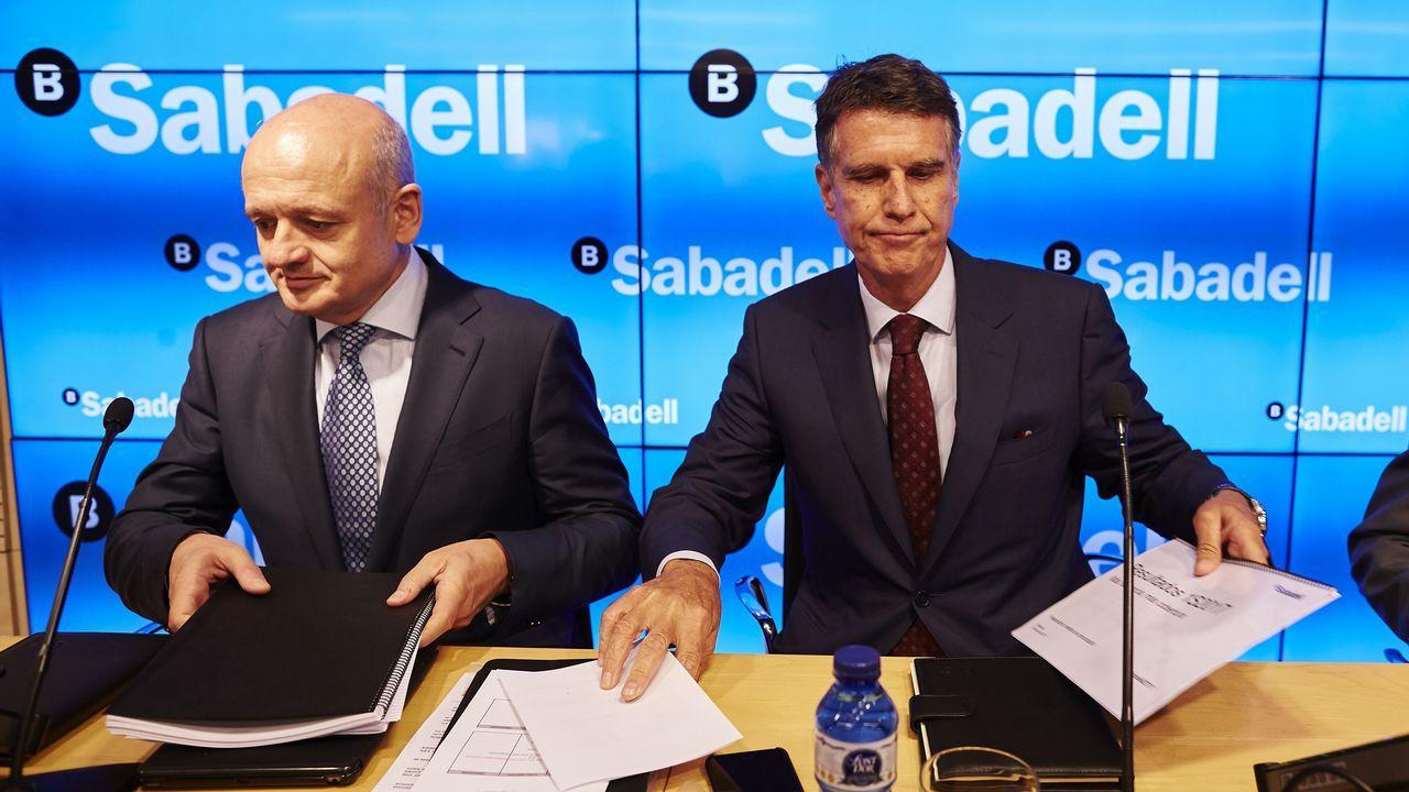Rosa Martínez.El consejero delegado del Sabadell, Jaume Guardiola, a la derecha, y el director general adjunto, Tomás Varela