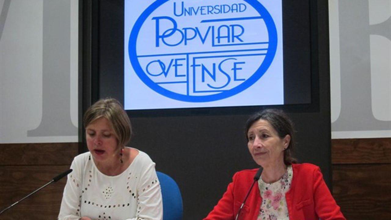 Ana Taboada y Mercedes González en una presentación de la Universidad Popular Ovetense