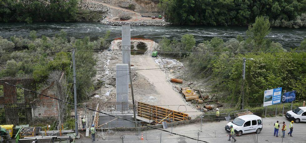 El nuevo puente sobre el río Miño evitará tener que pasar por la presa y recortará el recorrido en siete kilómetros.