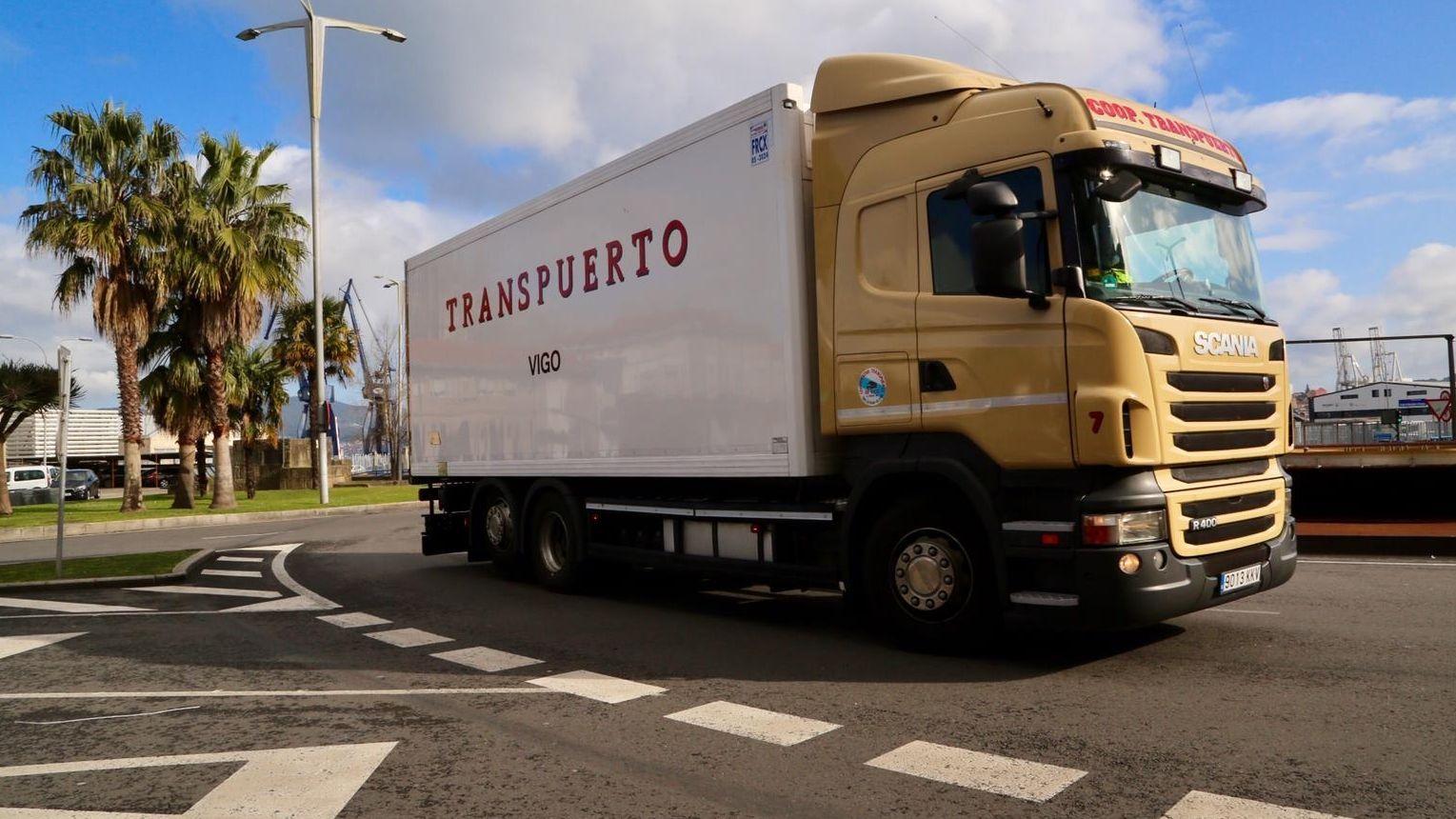 Un camión en el puerto de Vigo