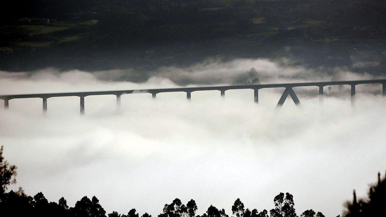 Venezuela se echa a la calle para reclamar elecciones libres.Viaducto de O Eixo, en el AVE Santiago-Ourense. Tiene 1.224 metros de longitud y cuenta con 25 pilares
