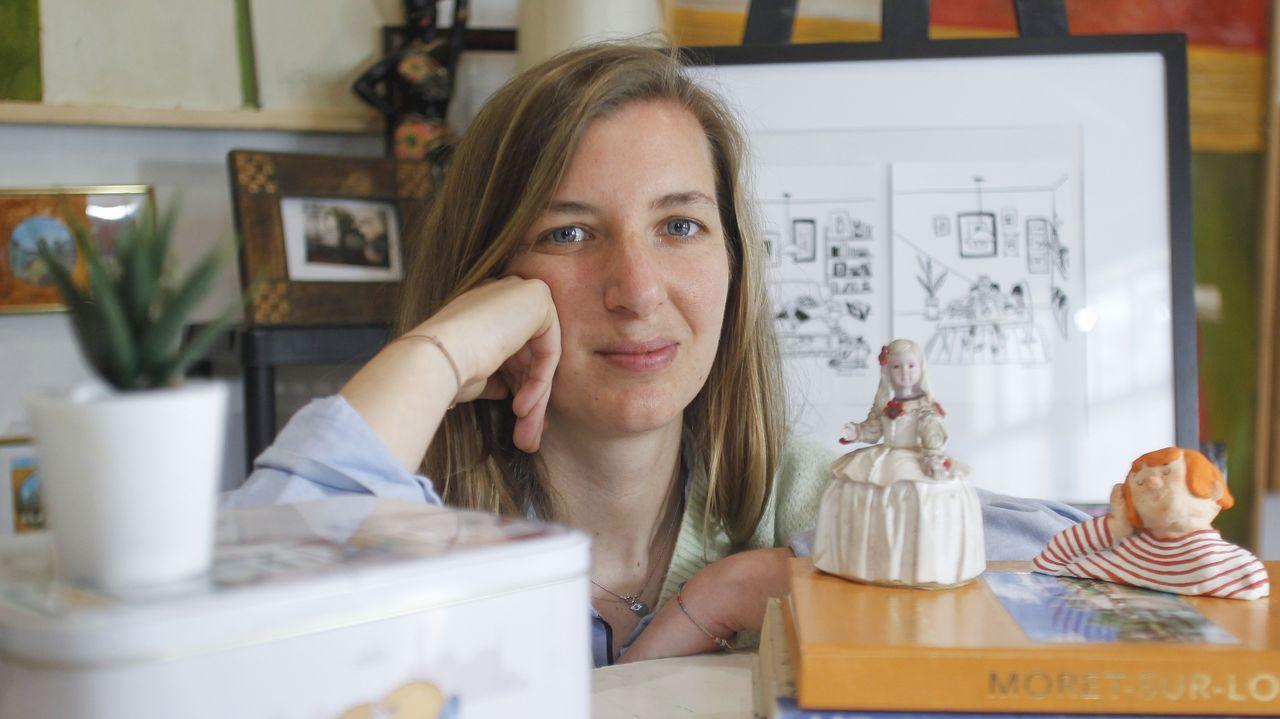El Salón del Libro Infantil y Juvenil abre sus puertas en Pontevedra.Blanca Vila, retratada en el estudio de Eduardo Hermida, donde imparte clases de arte y manualidades para niños