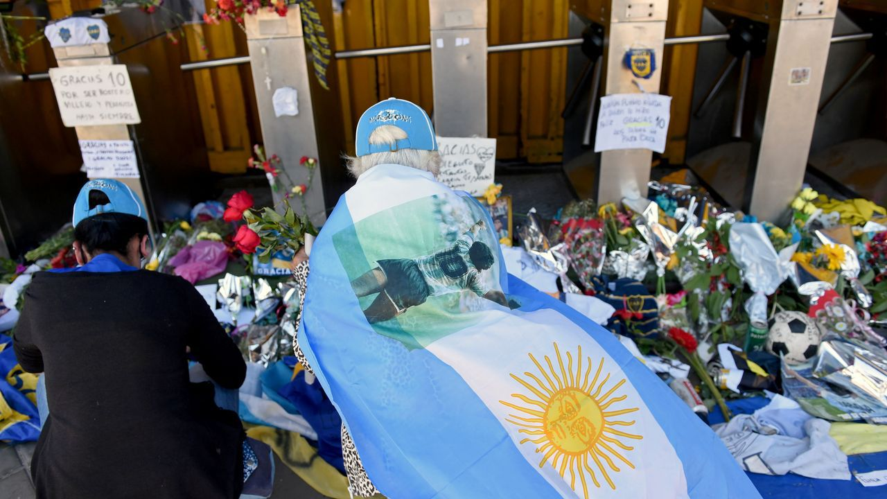 Os persoeiros que honran as rúas de Lugo.Maradona con su médico, Leopoldo Luque