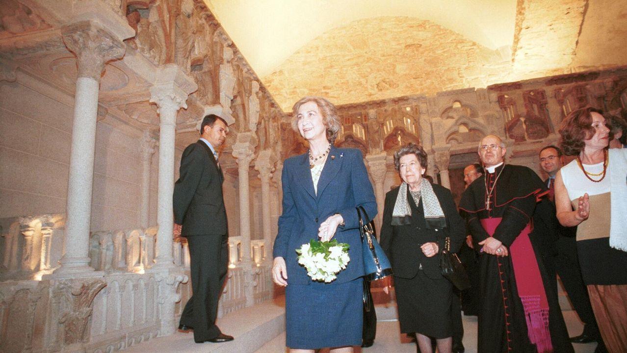 La reina Sofía y el ministro de Cultura, en la inauguración de la restauración del Pórtico de la Gloria.Las reinas Letizia y Sofía en Mallorca junto a la Infanta Sofía
