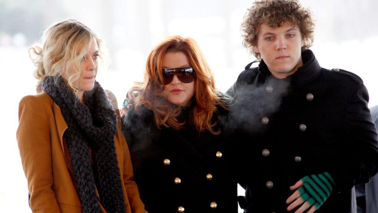 En el centro Lisa Marie Presley, junto a Riley y Benjamin en una imagen de archivo del año 2010