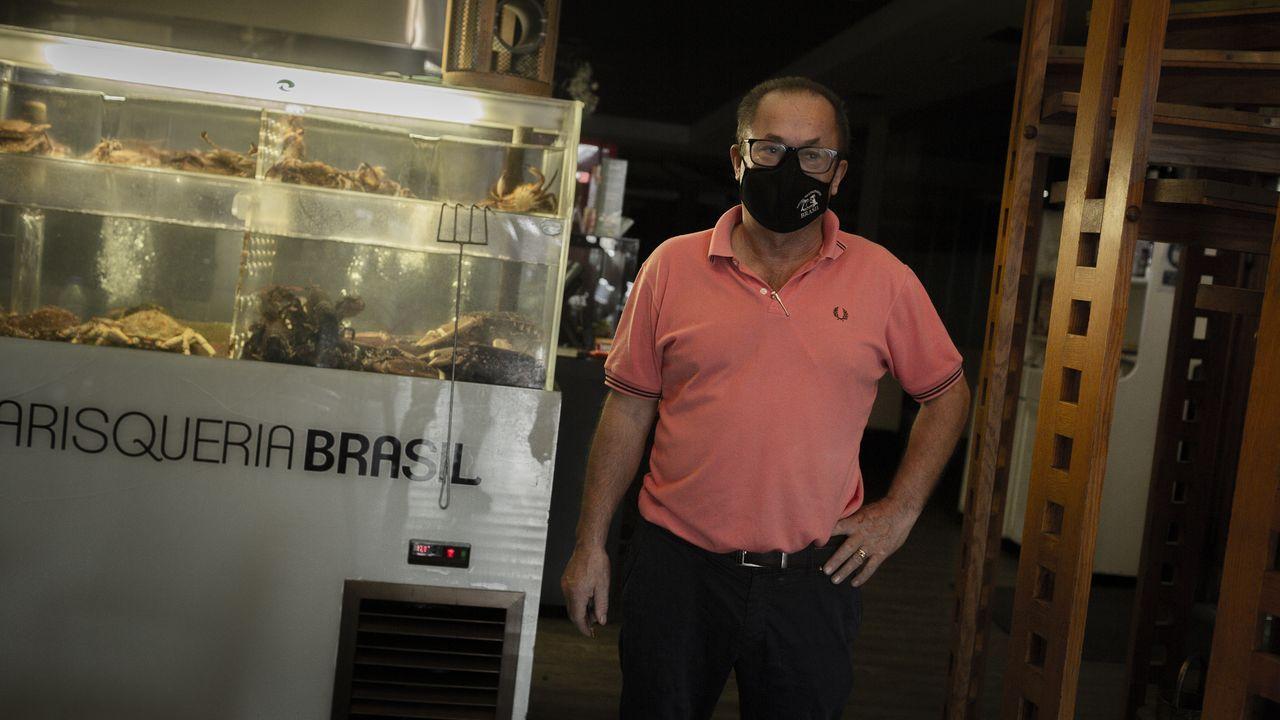 Restricciones en O Couto por la pandemia del covid.Las restricciones que aplican en el concello de Ourense se endurecen en el área resaltadas: las reuniones serán de máximo 5 personas y el consumo en bares y cafeterías solo podrá hacerse en la terraza