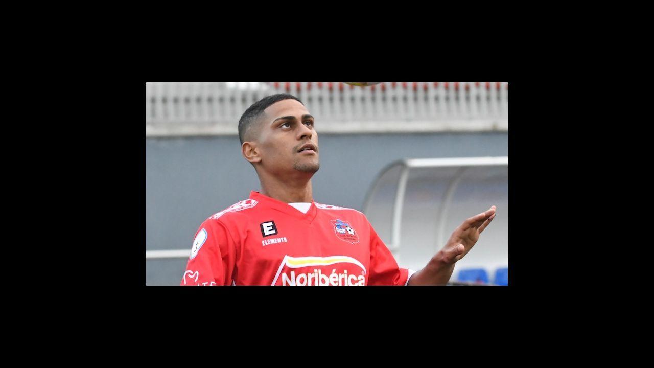 Muñiz Ruiz en su partido de debut en Segunda División