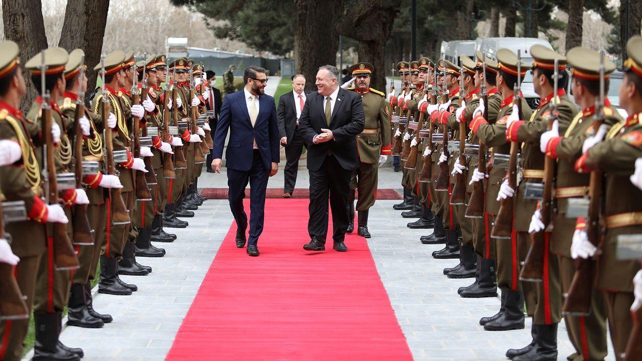 El asesor de Seguridad Nacional afgano recibió a Pompeo en el palacio presidencial