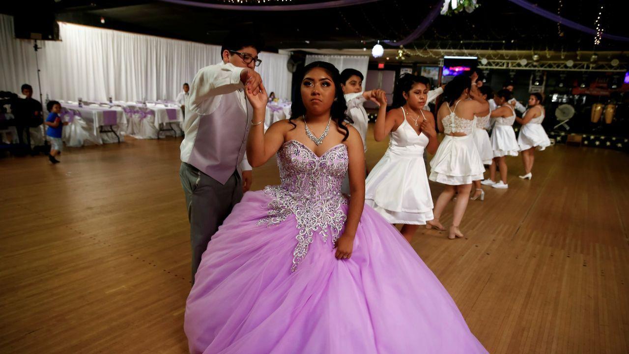 Fiesta de quinceañeras latinas en Iowa