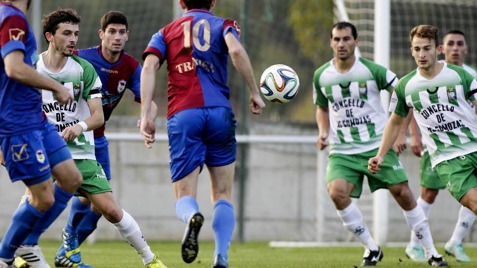 El Compostela, que realizó un buen partido en la primera parte, encerró al Murcia en su área en gran parte del segundo período.