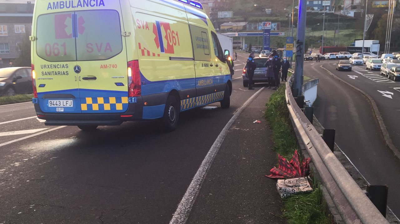 Accidente con una herida grave en A Coruña.Avenida de Alfonso Molina, a la altura del hipermercado Alcampo, donde esta prevista la pasarela de Pedralonga