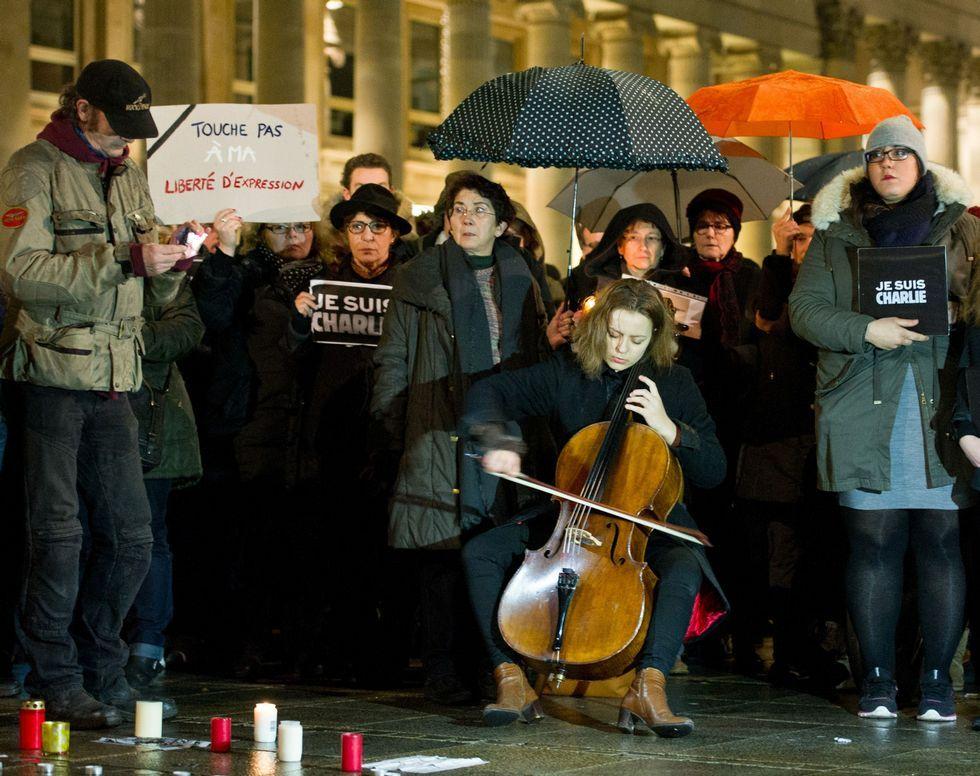 Concentración en la ciudad de Stuttgart para honrar a los asesinados en «Charlie Hebdo».