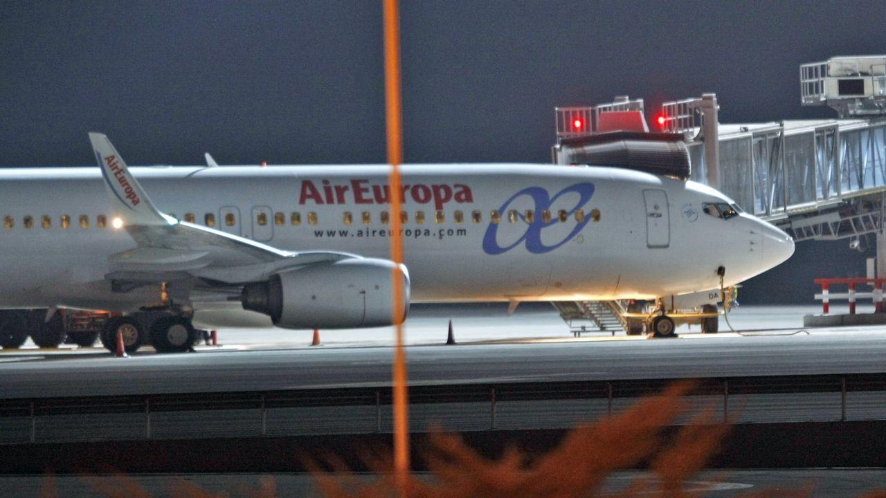 Pánico a bordo de un avión al desprenderse parte del motor.Aeropuerto de Asturias