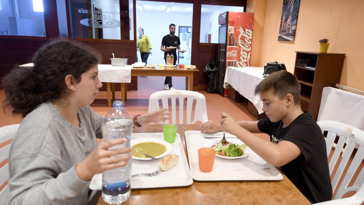 Javier Infantes, responsable Serhs foods Oviedo, y Belén Suárez Prieto, organizadora de las meriendas-cenas solidarias
