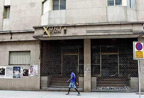 La antigua sede de la Xunta, ubicada en el número 42 de Benito Corbal, lleva cinco años sin uso.