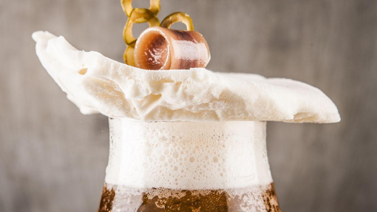 DSTAgE Diego Guerrero prescinde del palillo para montarla sobre una espuma de cerveza.