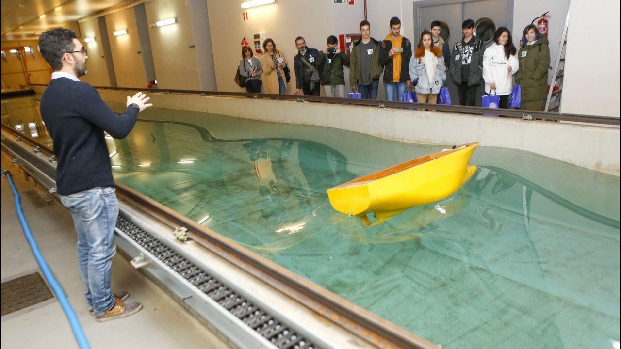 Los nervios del primer día de exámenes.En la imagen, alumnos de bachillerato visita el Centro de Investigaciones Tecnológicas del campus en el Día de la Ingeniería celebrado el pasado mes de enero