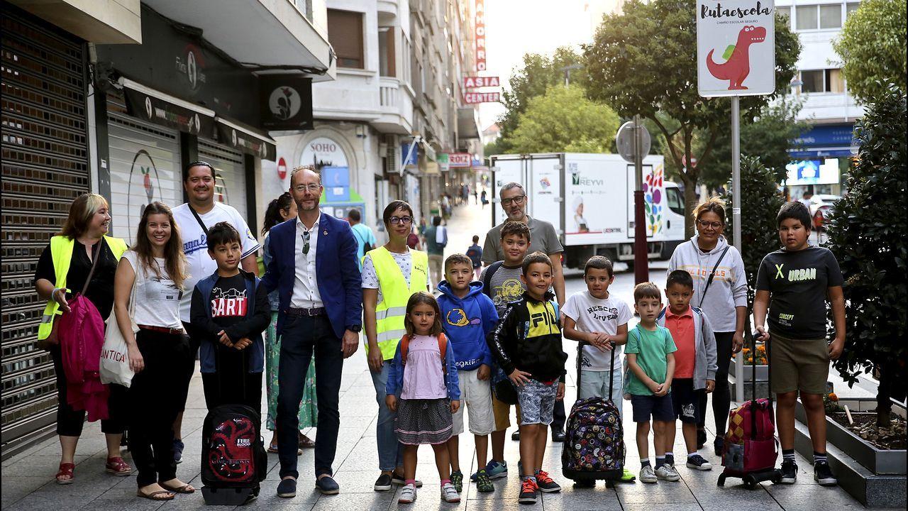 De ruta segura hacia el cole en Vigo.Urdangarin, a su llegada al Hogar Don Oriane de Pozuelo de Alarcón para cumplir su primer día de voluntariado