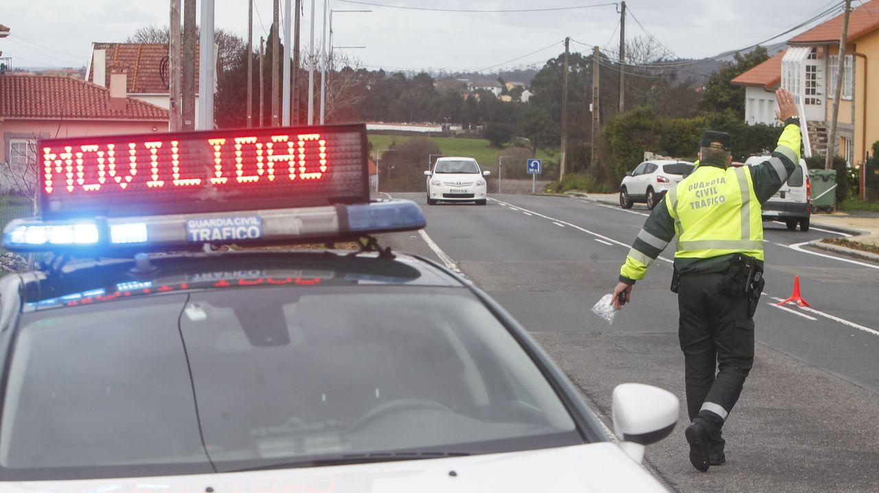 Imagen de un control de movilidad realizado por la Guardia Civil  entre Narón y Valdoviño