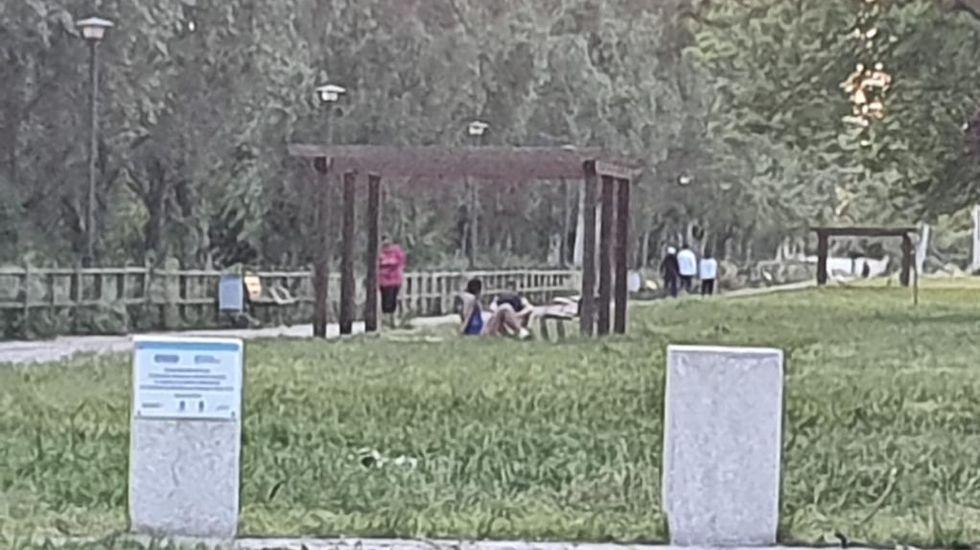 «El parque da un poco de pena, porque está sucio».Terrazas en la capital ourensana