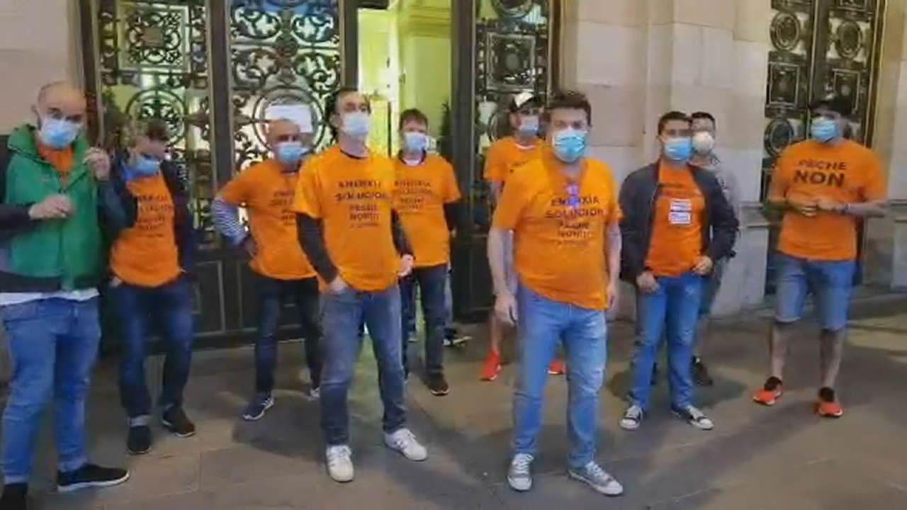 Los trabajadores de Alu Ibérica en A Coruña se reunirán el día 9 con el Ministerio de Industria.Protesta de los trabajadores de Alu Ibérica ante las puertas del parlamento asturiano
