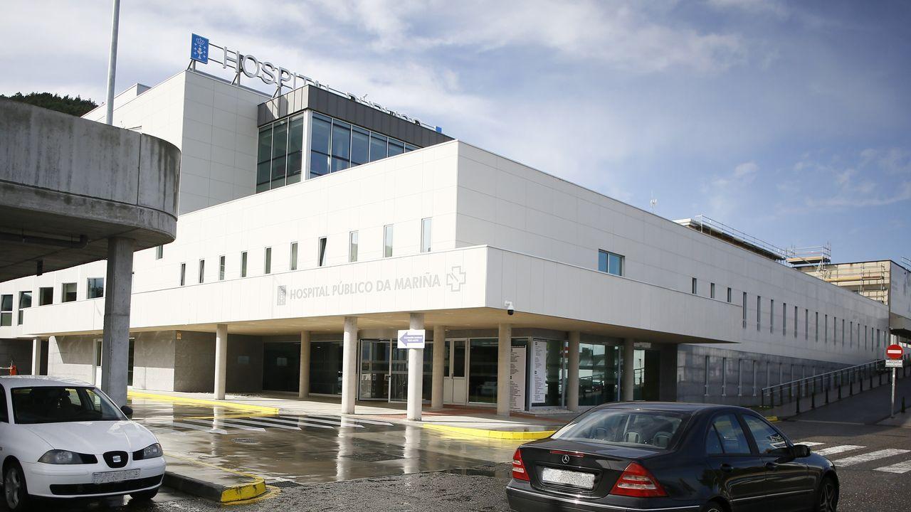 En el hospital de Burela hay largas colas estos días para hacer las pruebas del covid-19