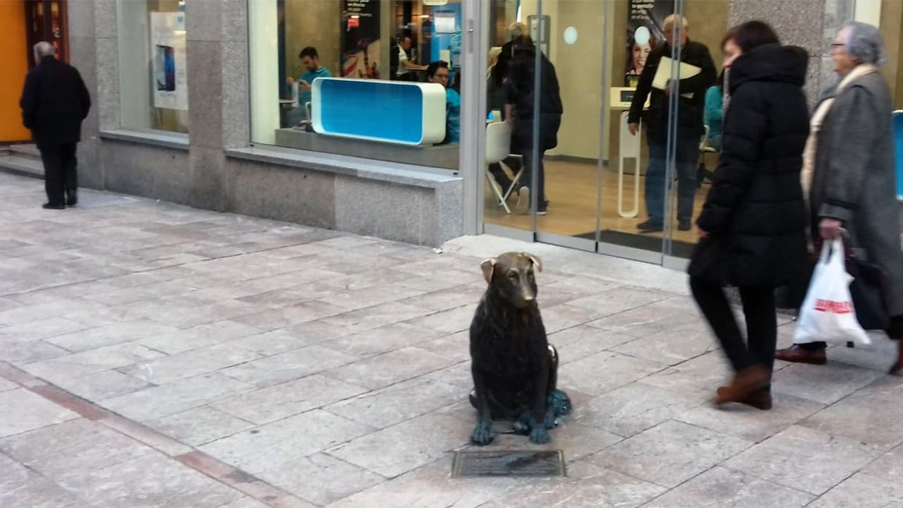 Estatua de Rufo en calle Uría