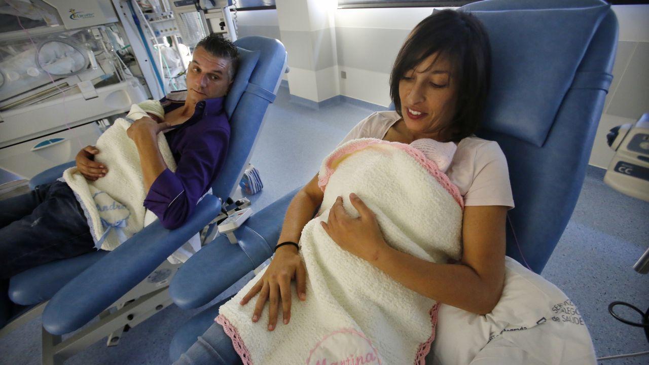 Martina y André nacieron en la semana 31. Isabel Bouza no tenía leche suficiente y se alimentaron gracias al banco de leche. Ahora ella ya ha logrado producir. Siguen en la UCI y sus padres hacen el método canguro con ellos cada tarde
