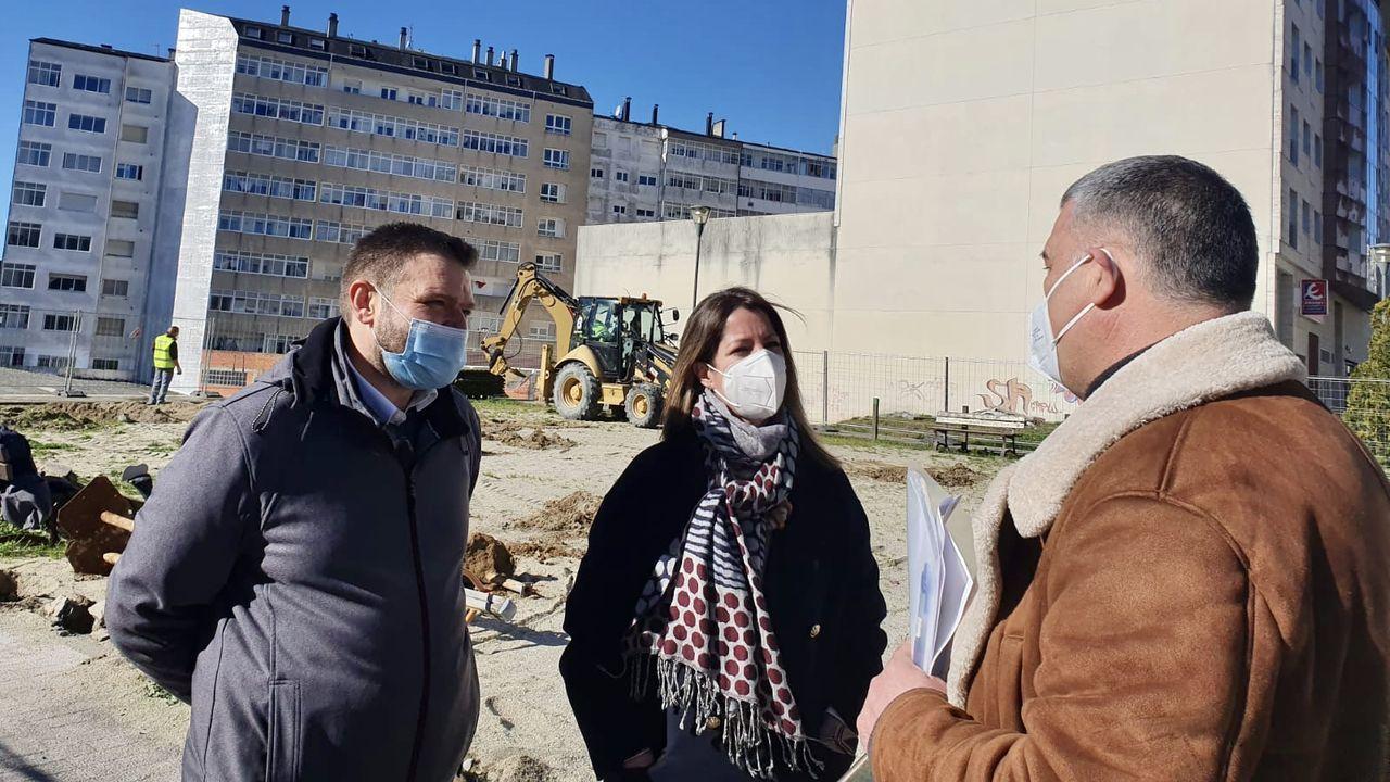 La alcaldesa acudió a visitar el inicio de las obras en el nuevo parque Novo Freire