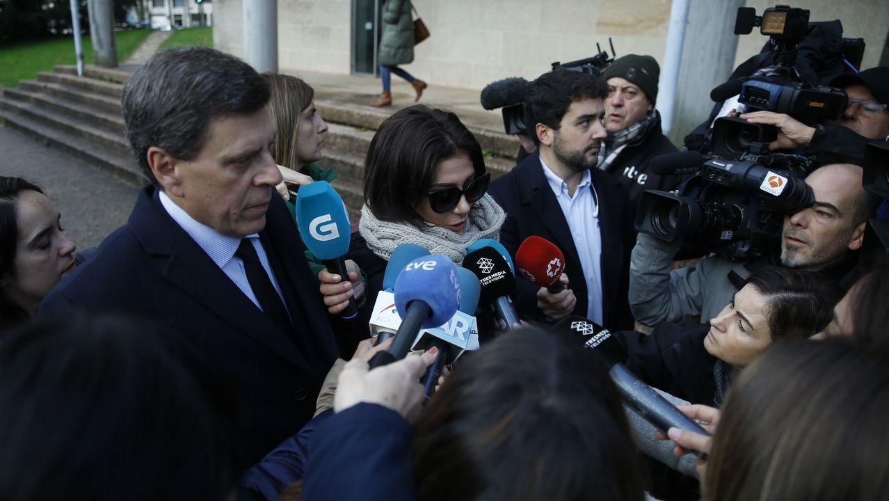 Los medios abordan a Juan Carlos Quer y su hija Valeria a su llegada a los juzgados